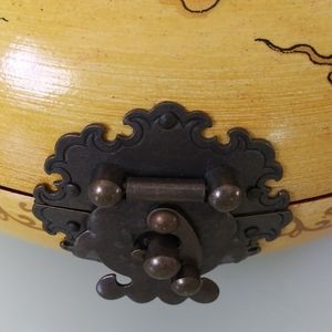 None Accents - VINTAGE ORIENTAL DONUT JEWELRY BOX
